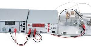 電気的にモーターを回し冷却装置の実験も可能です。 電気を使わず熱で稼動させた場合,発電実験が行えます。