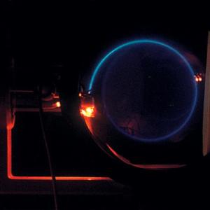 二光束管実験例:らせん状経路の電子線