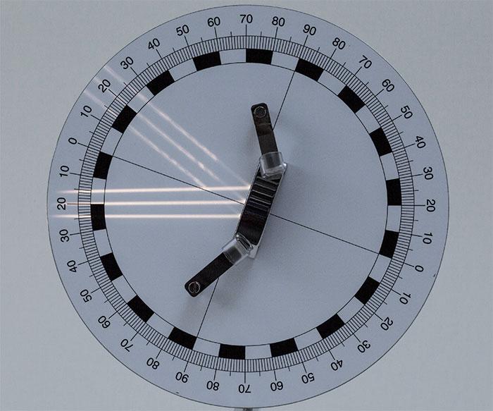 図2:平面鏡での平行光の反射