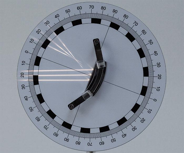 図3:凹面鏡での反射